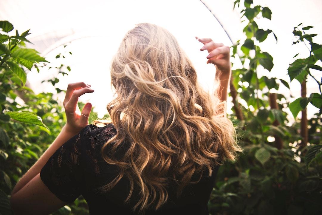 Caída del cabello: síntomas y cómo prevenirla